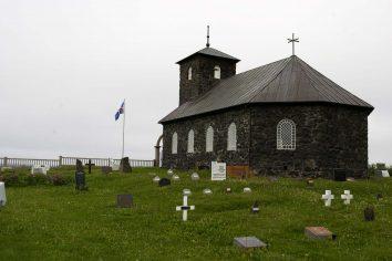 Islande : Église et cimetière de Þingeyjar